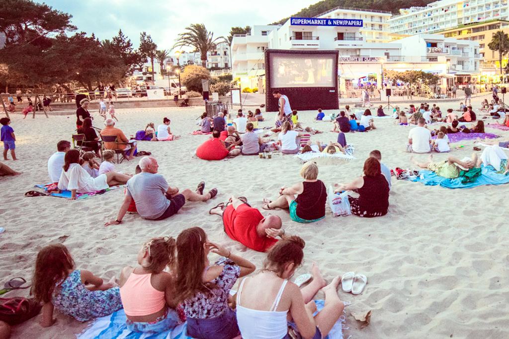 Cala Llonga - Cinema Paradiso Ibiza